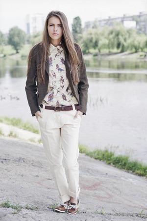 На полках: Магазин одежды «Остров» — Магазини на The Village Україна
