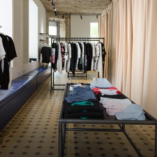 Новий шоурум Syndicate Original: базовий одяг, кава і вініли — Нове місце на The Village Україна