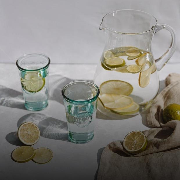 Чи корисна насправді вода з лимоном? — Є питання на The Village Україна