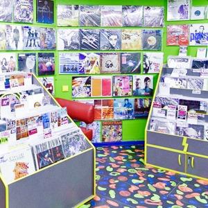 На полках: Магазин виниловых пластинок Diskultura — Магазини на The Village Україна