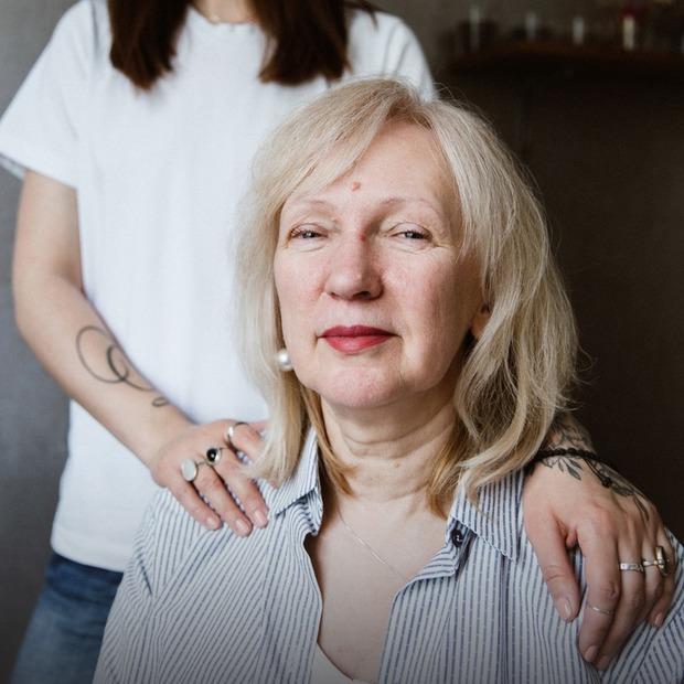 Я стала мамою для своєї мами — Власний досвід на The Village Україна