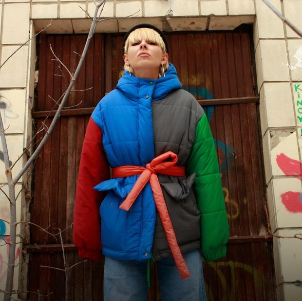 Яскравий пуховик Who is it? — Покупка тижня на The Village Україна