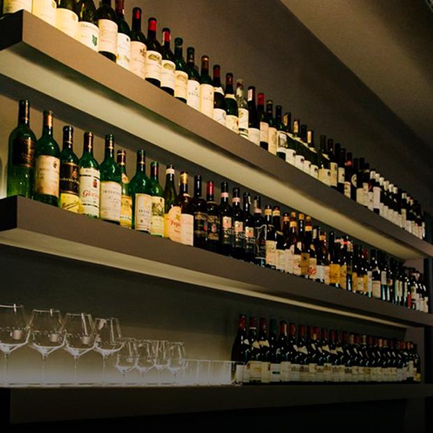 Перший шоурум натурального вина Frank Wines — Нове місце на The Village Україна