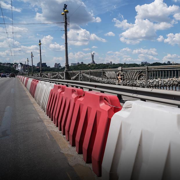 «Місто дограється з цим мостом». Міст Патона в аварійному стані та без двох смуг