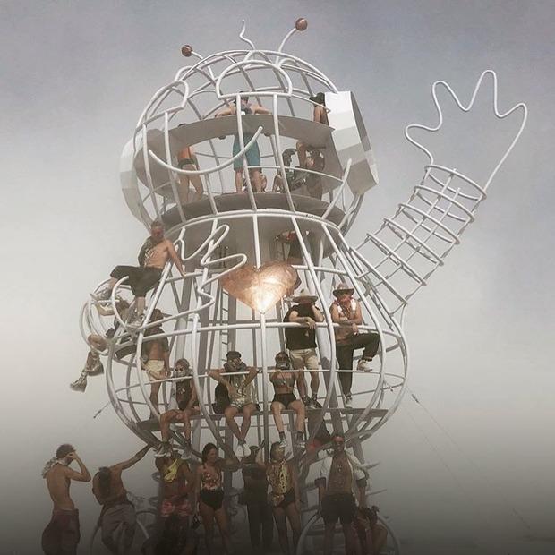 Діти-єдинороги та дракони у пустелі: Burning Man 2019 в Instagram