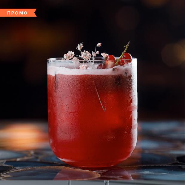 На будь-який смак: класична коктейльна карта, DJ-сети та японський алкоголь у барі Fenix — Промо на The Village Україна