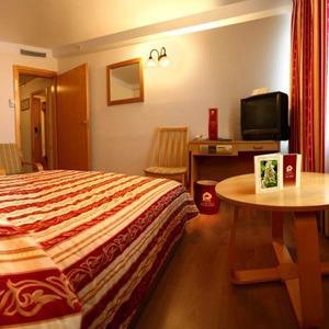 Украинские отели снижают цены для иностранных болельщиков — Євро-2012 на The Village Україна