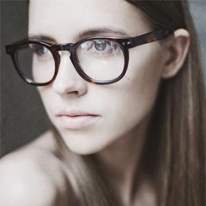 На полках: Магазин очков и оправ Hello Glasses — Магазини на The Village Україна