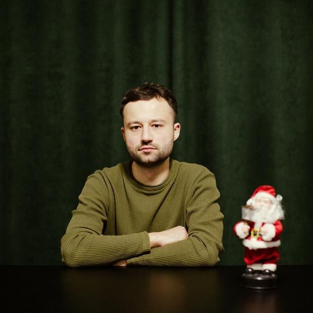 Це люди, які святкують Новий рік наодинці  — Люди в місті на The Village Україна