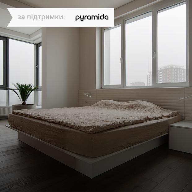 Жовтий квадрат у квартирі від Sergey Makhno Architects на Осокорках