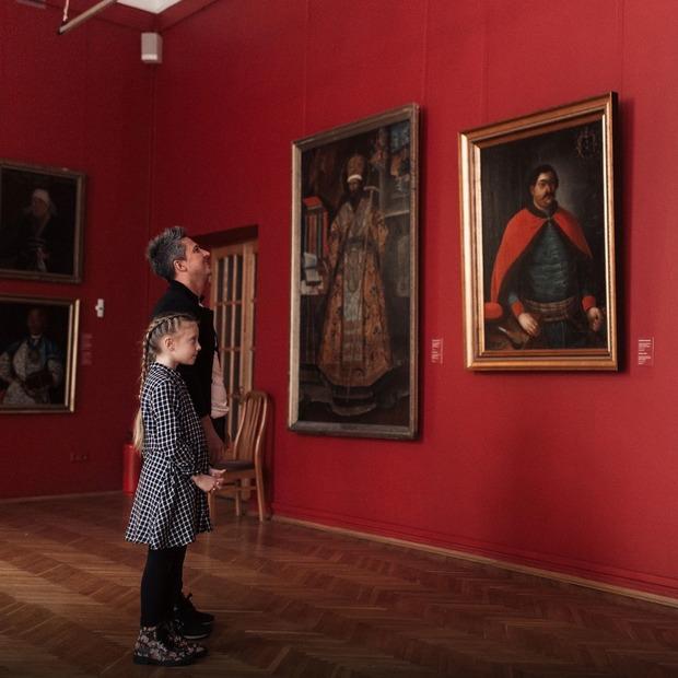 Коли картини заговорять: хто озвучив аудіогід Нацмузею  — Гід The Village на The Village Україна
