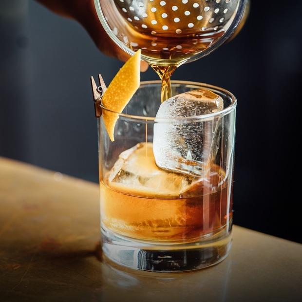 Який алкоголь містить найменше цукру? — Є питання на The Village Україна