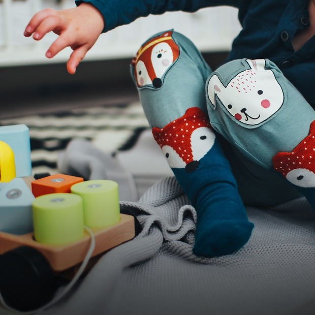 Чому розвивальні іграшки не працюють і чим небезпечні бампери в ліжечко — Дитяче питання на The Village Україна