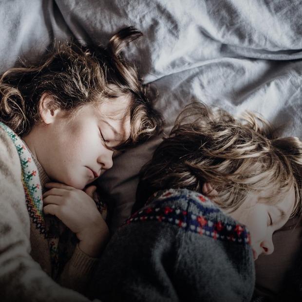 Що робити, якщо дитина боїться спати сама  — Дитяче питання на The Village Україна