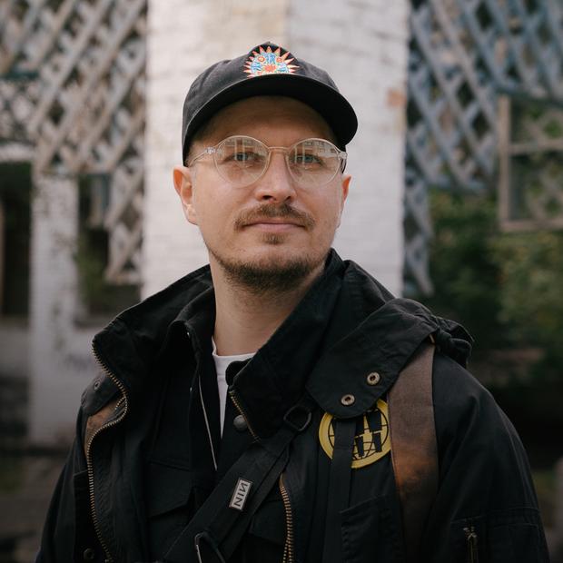 Ніл Тарасов, 36 років, діджей і співзасновник лейблу Thousand Kisses Place  — Зовнішній вигляд на The Village Україна