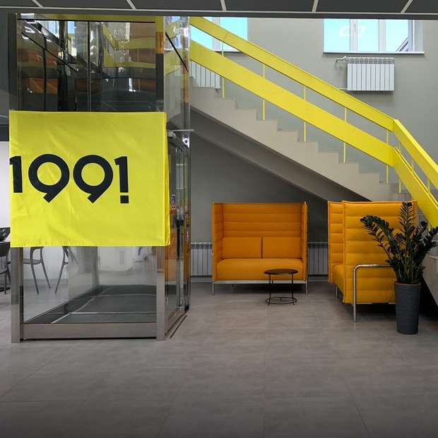 «Місто з потенціалом». Міську бібліотеку в Маріуполі перетворили на центр розвитку стартапів — Громадський простір на The Village Україна