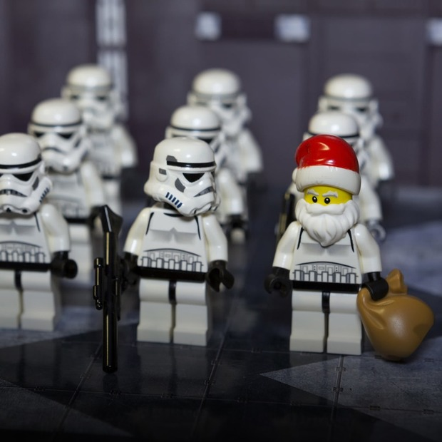 Нові «Зоряні війни», різдвяні маркети і концерт Oxxxymiron — Вихідні у місті на The Village Україна