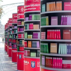 Закачаешься: Как работает мобильная библиотека на Крещатике — Місто на The Village Україна