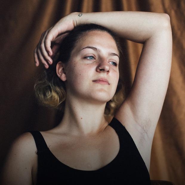 Хай росте: дівчина про волосся на тілі  — Власний досвід на The Village Україна