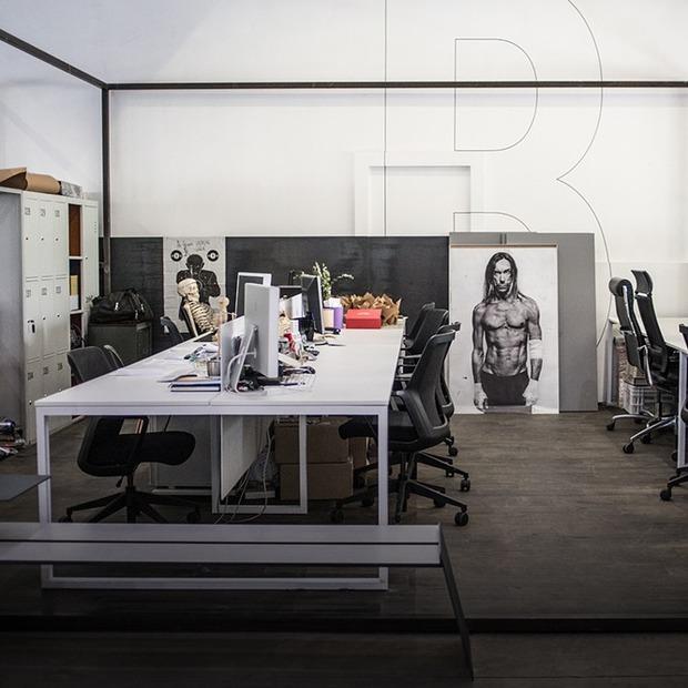 Офіс у «контейнері» Слави Балбека і Олі Богданової  — Офіс місяця на The Village Україна