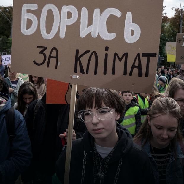 «Тікати не буде куди!». Як у Києві влаштували Марш за клімат   — Фоторепортаж на The Village Україна