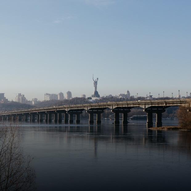 Міст Патона четвертий рік в аварійному стані. Що робити? І чи потрібен на ньому трамвай? — Громадський простір на The Village Україна
