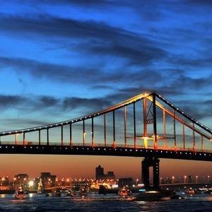 В Киеве подсветят пешеходный мост через Днепр — Ситуація на The Village Україна