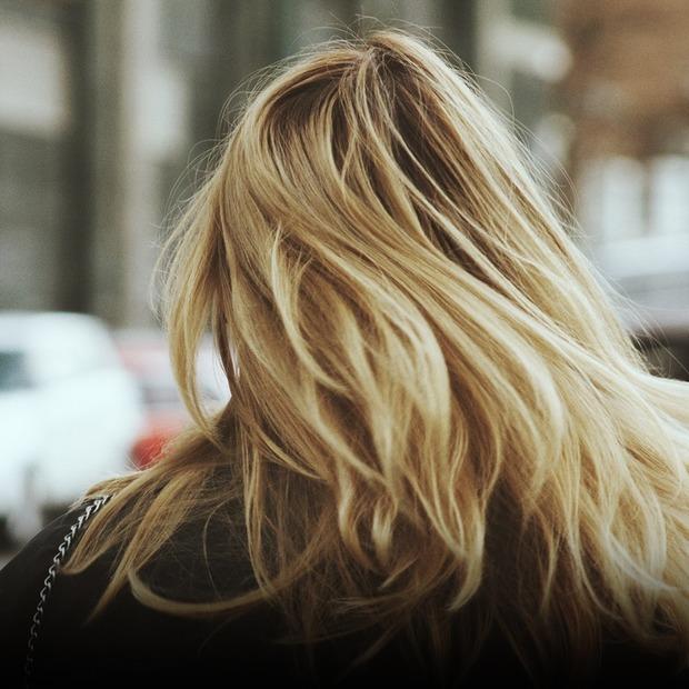 Свіжа зачіска: що треба знати про сухий шампунь  — Косметика на The Village Україна