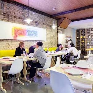Новое место (Киев): Ресторан-дайнер «Желток» — Нове місце на The Village Україна