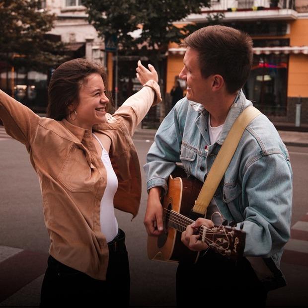 «Ми виходимо грати на вулицю не через гроші». Це вуличні музиканти  — Люди в місті на The Village Україна