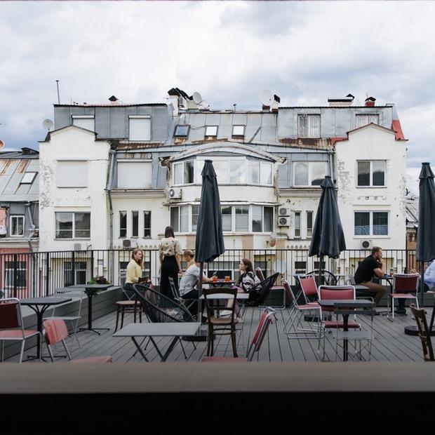 Бар «1818» на даху готельного комплексу Bursa — Нове місце на The Village Україна