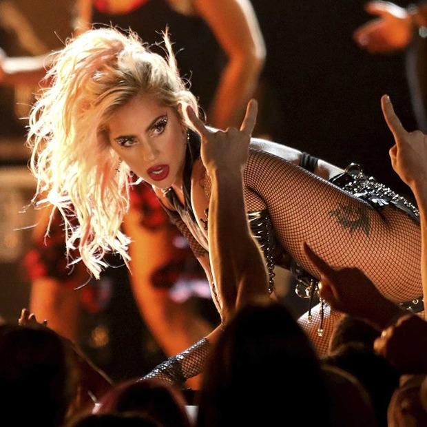 Рік із Леді Ґаґою, новий альбом The Killers і Marvel vs. Capcom: Infinite — Вихідні вдома на The Village Україна