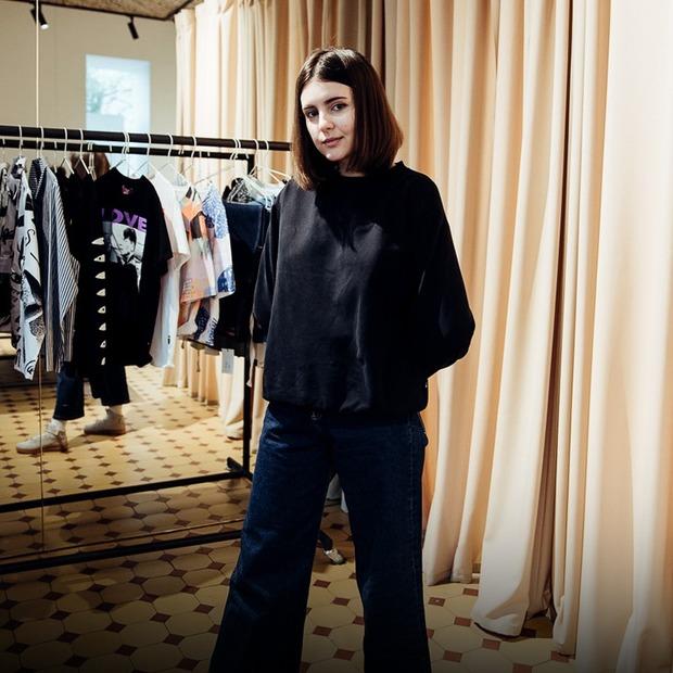 Як одягаються продавці-консультанти — Зовнішній вигляд на The Village Україна