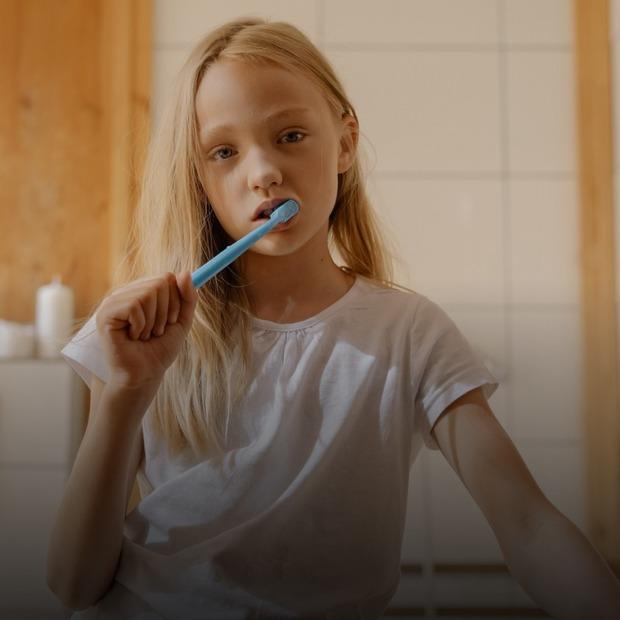 Як доглядати за молочними зубами   — Дитяче питання на The Village Україна