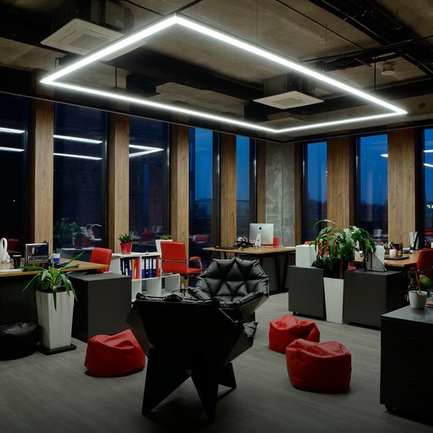 Новий офіс BBDO: зелений газон, вугільна стіна та сортувальні баки — Офіс місяця на The Village Україна