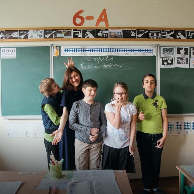«Інші звичайні люди». Історія про дівчину, яка вчить дітей із синдромом Дауна та аутизмом — Власний досвід на The Village Україна