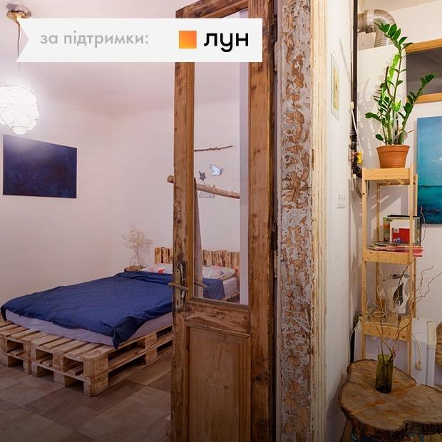 Меблі з палет у Airbnb-квартирі на площі Ринок (Львів)