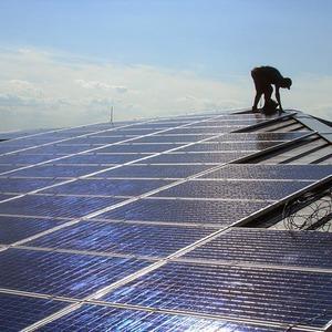 На крыше многоквартирного дома установили солнечные батареи — Ситуація на The Village Україна