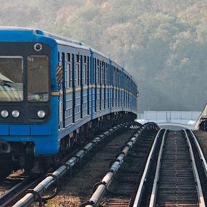 В киевском метро заговорили по-английски. Станции объявляет преподаватель — Євро-2012 на The Village Україна