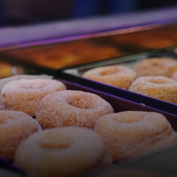 25 видів пончиків у Ponchyk Boy на Гончара  — Нове місце на The Village Україна