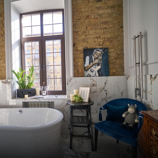 Квартира з великою ванною у дореволюційному будинку біля Львівської площі