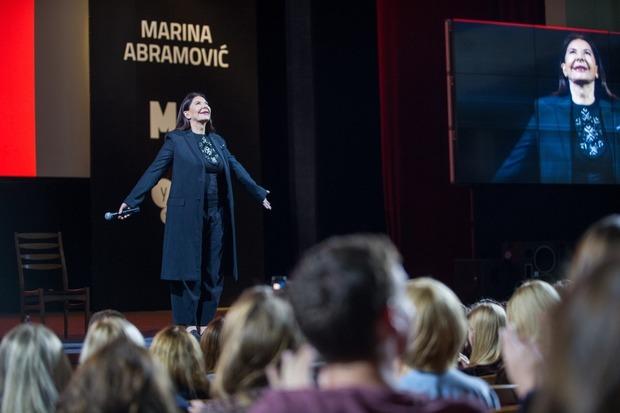 «Усе хороше у нашому житті є наслідком страждання»: лекція Марини Абрамович у Києві — Лекція на The Village Україна