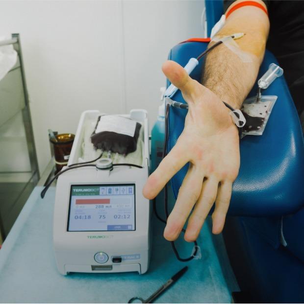 Критично не вистачає донорів крові. Ось, як можна допомогти (це просто і безпечно)