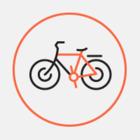 На пішохідному мосту нанесли розмітку на велодоріжку: вона відрізняється від тієї, що у проекті