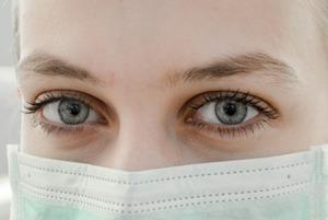 Хтось із моїх близьких захворів на коронавірус. Що робити?