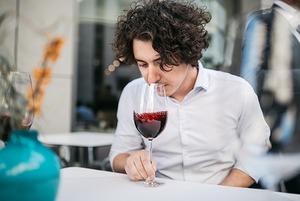 «В Україні таке вино є лише у нас»: як ресторан нішевих вин робить власну селекцію