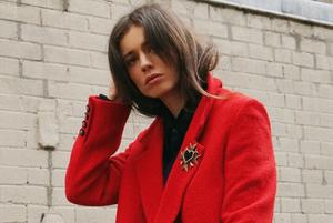 Збираємо базовий гардероб: класичне пальто, об'ємний светр, темні джинси