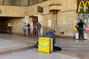 Карантин змінив доставку їжі в Києві. Розповідаємо, як саме