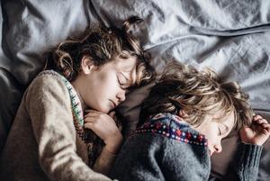 Що робити, якщо дитина боїться спати сама