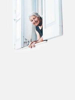 Допомагати літнім людям